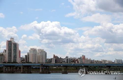 무더위 속 파란 하늘 [연합뉴스 자료사진]
