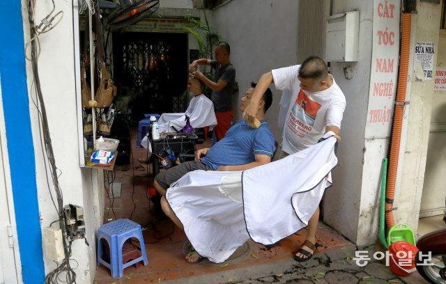 [청계천 옆 사진관]식사, 맥주, 이발까지.. 베트남은 길 위에 다 있다[ekdltkdl 한방 토토]