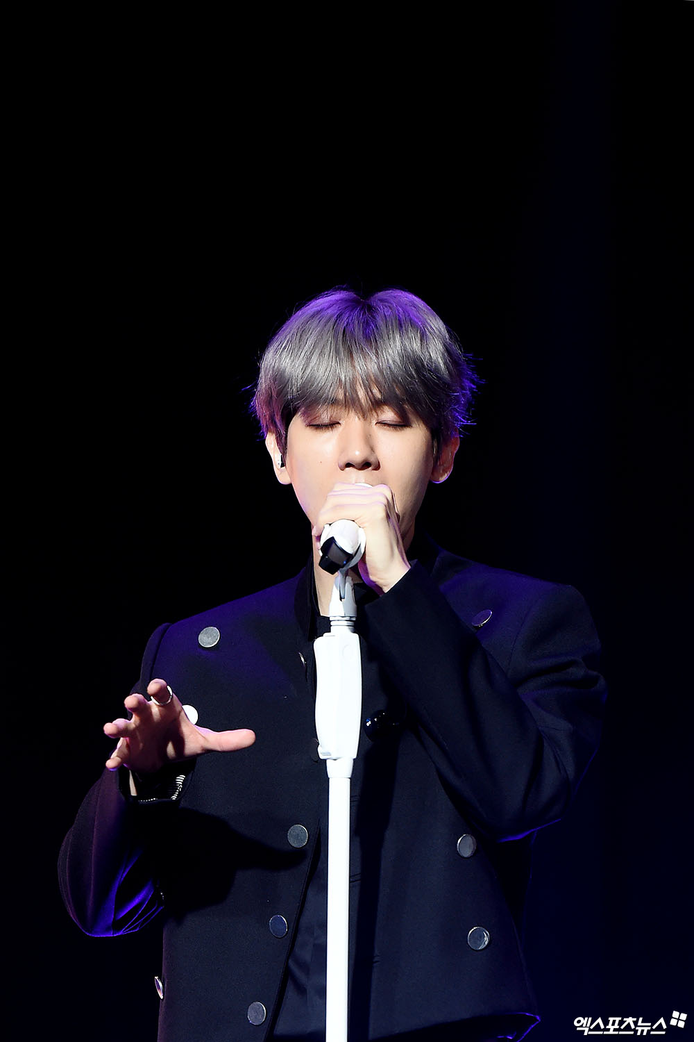 <p>10 days in Seoul, Gangnam-GU SAC Art Hall in the group EXO(EXO) Baekhyuns solo album City Lights released in the anniversary showcase took place.</p><p>EXOs main vocal Baekhyun this is the first solo City Lightsis a trendy atmosphere with a total of 6 songs records. The title is UN Villageto the romantic mood of the R&B song is.</p><p>2012 debut as EXO is a debut after all the way to high popularity has been. Quintuple a million seller for records here. Baekhyun is all this performance on a background of fans there and we talked. Baekhyun is the EXO from ten million to a cumulative sales record we do well rather than a reality as fans if there is no I cantrecord said.</p><p>Fans get that many more want to answer is Can You Hear My Heart? The size is Baekhyuns explanation. Always something more the Lord wanted to he think after the way this SNS comment on the live broadcast of the communication was.</p><p>Baekhyun is the fans and time spent the usual look of wonder that was like afew days body created in the public or nowadays the body is a comment, please, and to exercise all wondering Can kids. Then to answer your questions in order 1 dimension as the thought was, I then show if notwas. So YouTube is a good platform with the fans to find there werea few days a YouTube channel and this blog to raise said the reason. Now is this just have been posted, but add more variety of content to be featured.</p><p>7 years beyond the EXO in the future to ask these many. Baekhyun is a members love now like Friends of each other, happy to do so if there would be. Members of the friendship if we get here never was,he emphatically said.</p><p>He said: Say Not eyes look like family what to think of the fact that there werea few days ahead of EXOs future is now as hard as anyone to empty and empty to the other member a message that can change the rigidity to keep and not going to go up to the bed,said Xiumin with a design for a military space for even indirectly mentioned. Or with
