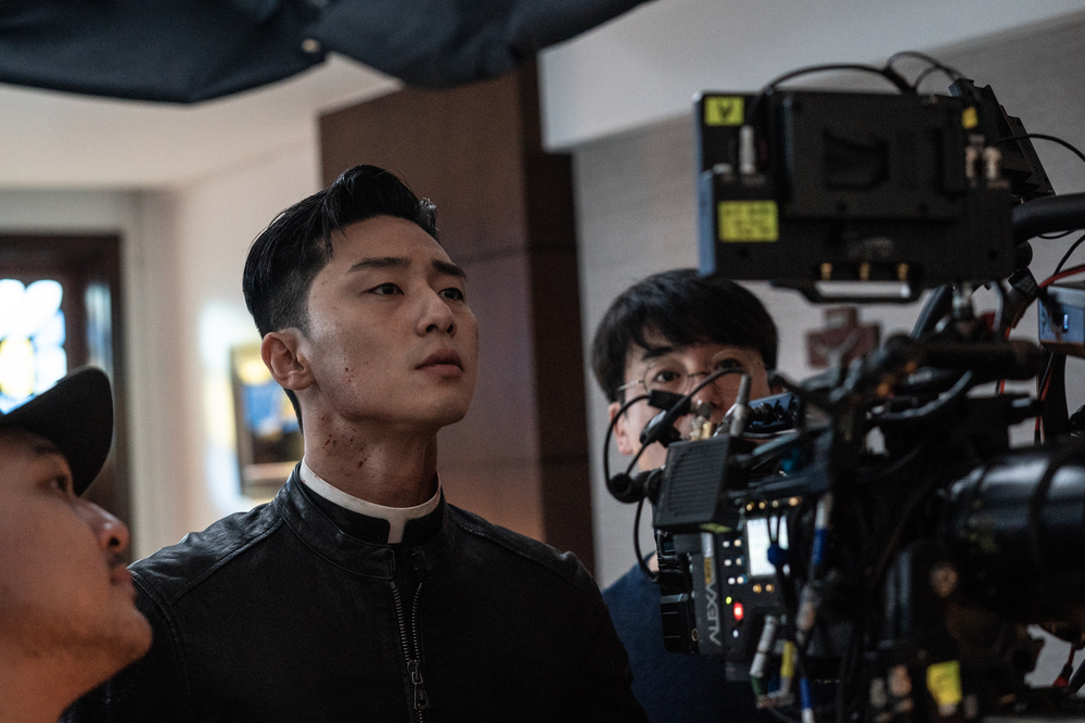 <p>Lion Camera Rear Park Seo-joon is What.</p><p>The movie Lion(Director Kim Joo Hwan)is a fighting champion 'for later'(Park Seo-joon)is the priests 'inner you'(organizing)to meet the world into a chaos strong evil(惡)to fit in, its time.</p><p>This time, the public scene and the stills of passionate actors and a heart-warming scene the mood to put this item to the focus.</p><p>First Evil and fighting champion 'for your' Station Park Seo-joon this seriously, monitoring the steel is to wear a different look with Lionto show through intense Character transformation in the expectations increases. Also taken at the end of a smile without losing that Park Seo-joon is a movie Character and another bright look out for.</p><p>Evil chasing the priests 'inner you' inside the station of the steel is seriously in the acting immersive and charismatic appearances from child actor and a bright smile gentle charm until the 'inner you'and the perfect sink rate as in the movie show a heavy presence portends.</p><p>The world evil in the spread of the black Bishop 'you' of the station, we are also of Steel is an overwhelming mystery for as attractive as this never was a new evil Character in the expectations model.</p><p>7 31, the opening is expected</p>