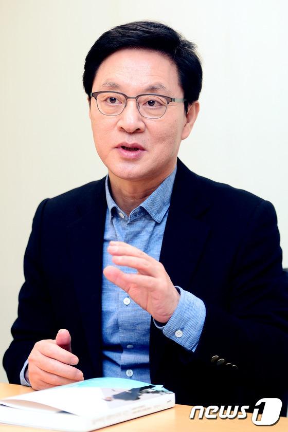 정두언 전 새누리당(현 자유한국당) 의원이 6일 서울 종로구 공편동 뉴스1에서 인터뷰를 하고 있다.2017.3.6/뉴스1 © News1 이광호 기자