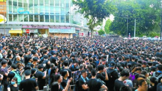 """피로 물든 홍콩 시위..""""송환법 죽었다""""에도 멈추지 않는 이유[365bet 토토 굿데이 토토]"""