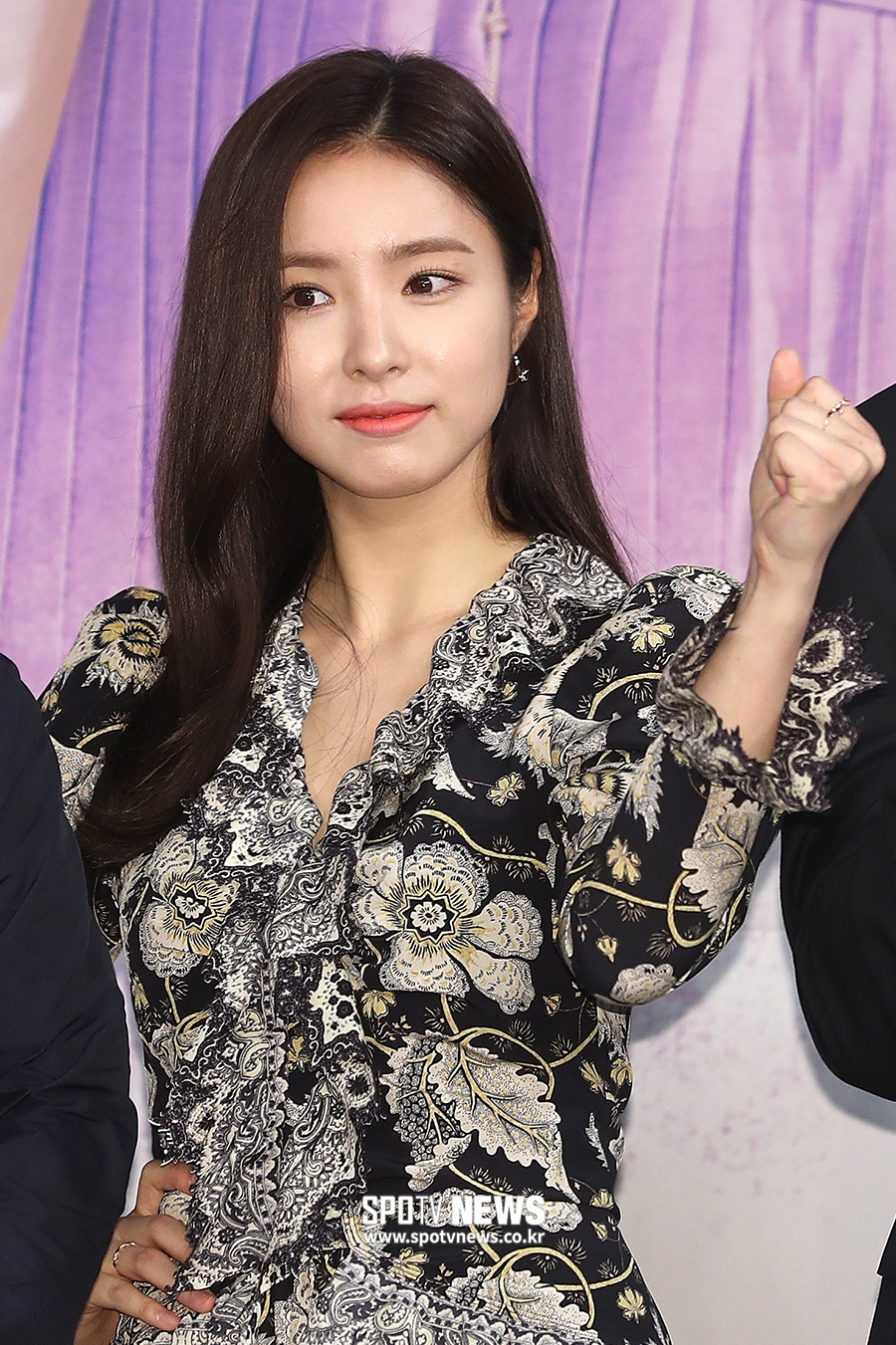 <p> MBC new tree mini series new pipe to command start presentation 17 PM Seoul MAPO-GU Sangam-dong MBC Golden mouse Hall in the open. Actress Shin Se-kyung, this pose has.</p>