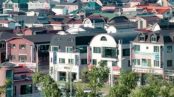 서울 시내 한 다가구주택(원룸) 밀집지역의 전경. 다가구주택은 서민 주거시설임에도 불구하고 아파트·오피스텔에 비해 재산세 감면 혜택이 적어 논란이 일고 있다. [매경DB]