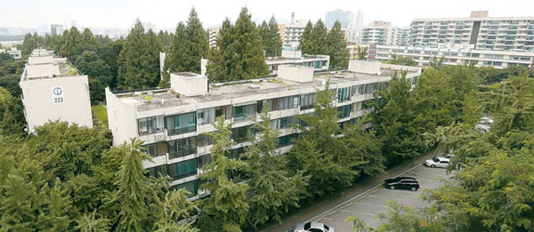 국내 최대 규모인 1만2000가구로 재건축이 본격 추진되고 있는 서울시 강동구 둔촌동 소재의 둔촌주공아파트 단지 전경. [매경 DB]