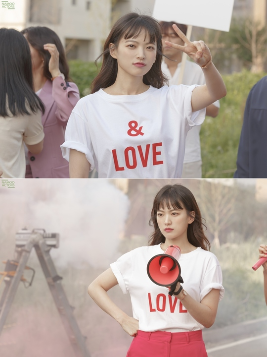 <p>Chun Woo-Hee with Melo has siftedto cheerful and lovely floodplains.</p><p>JTBC Gold review KBS Drama Special 'Marshmallow Constitution'of the 5-Norman Foster, the shooting belongs to Chun Woo-Hee of the steel was unveiled.</p><p>Photo from Chun Woo-Hee is a playful expression of cuteness to even a full-fledged shooting started, eyes back from the beach, strength and seriousness as the first half the atmosphere was. Megaphone in hand, and spleen expression is delightful out here.</p><p>Chun Woo-Hee 2 years of CRT return to start the selected KBS Drama Special 'Marshmallow Constitution'is a thirty-year-old woman friend of the distressed, love, day the Green could block the server from it. Chun Woo-Hee is the pole of his axe fury KBS Drama Special authors 'clinical pearls' role was.</p><p>Chun Woo-Hee is the writer and KBS Drama Special PD to meet Ahn Jae-Hong(hand prison station)and the unique romance of course thirty-year-old friends before the turbine(this is play), one is(yellow for the space station)and a delightful friend Kemi and attractiveness as Chun Woo-Hee shows Comedy to the next showcase is scheduled.</p><p>8 9 PM 10: 50 first broadcast. (Photos provided by=tree extract from, JTBC)</p>