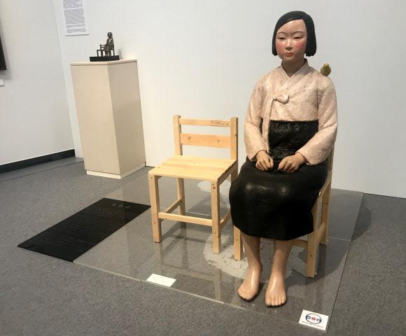 일본 최대 규모의 국제예술제인 '아이치 트리엔날레 2019'의 공식 개막을 하루 앞둔 31일 일본군 위안부 피해자들을 상징하는 '평화의 소녀상'이 아이치현 나고야시 아이치예술문화센터에 전시돼 있다.나고야 연합뉴스