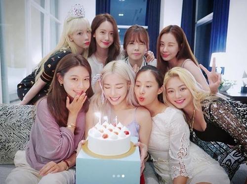티파니의 생일에 완전체로 뭉친 소녀시대 [티파니 영 인스타그램 캡처]