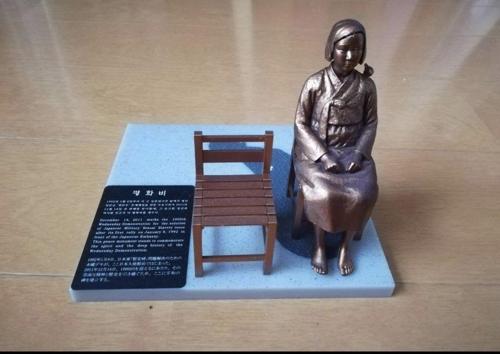 '작은' 평화의 소녀상 ['평화의 소녀상을 확산하는 캠페인'의 페이스북 페이지 캡처]