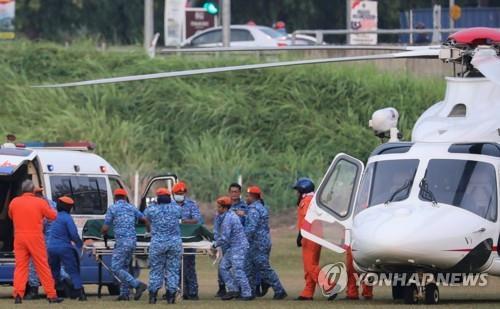 말레이시아 실종소녀 추정 시신 헬기로 이송 [로이터=연합뉴스]