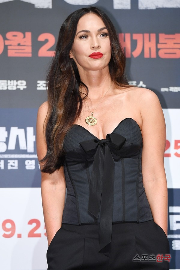 <p>This day making presentations in actor Kim Myung-Min, Kim Seong-Cheol, Kim Chi, Kwok-City appearance, Chang conditions, this current increase, in this process, Megan Fox, Kwak Kyung-Taek Director attended.</p><p>Megan Fox is the first South Korean film with early buzz are the Changsha and : the Forgotten Heroesis set during the Korean War tilted more to the breeze reversible was the Incheon landing operation the day before, a diversion with the landing operation hand up.</p>