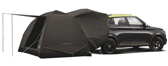 현대 소형SUV 베뉴에 적용된 '카텐트'. 차 뒤에 텐트를 연결하면 커다란 내부 공간을 확보할 수 있다.