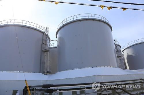 폐로 작업이 진행 중인 후쿠시마(福島) 제1원전 내부에 있는 오염수 탱크. [연합뉴스 자료사진]