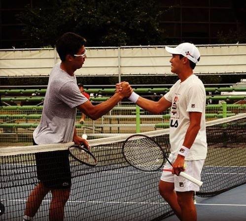 지난 7월 잠실 테니스장에서 함께 훈련한 정현(왼쪽)과 권순우. [사진 권순우 SNS]