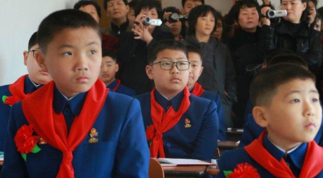 평양제1중학교 학생들. [AP=뉴시스]