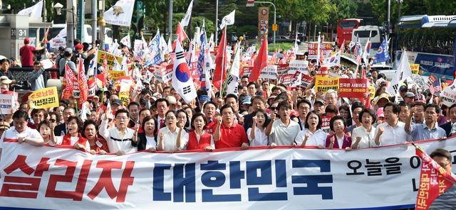한국당 '보수통합' 군불때기..안철수에 또 '손짓'