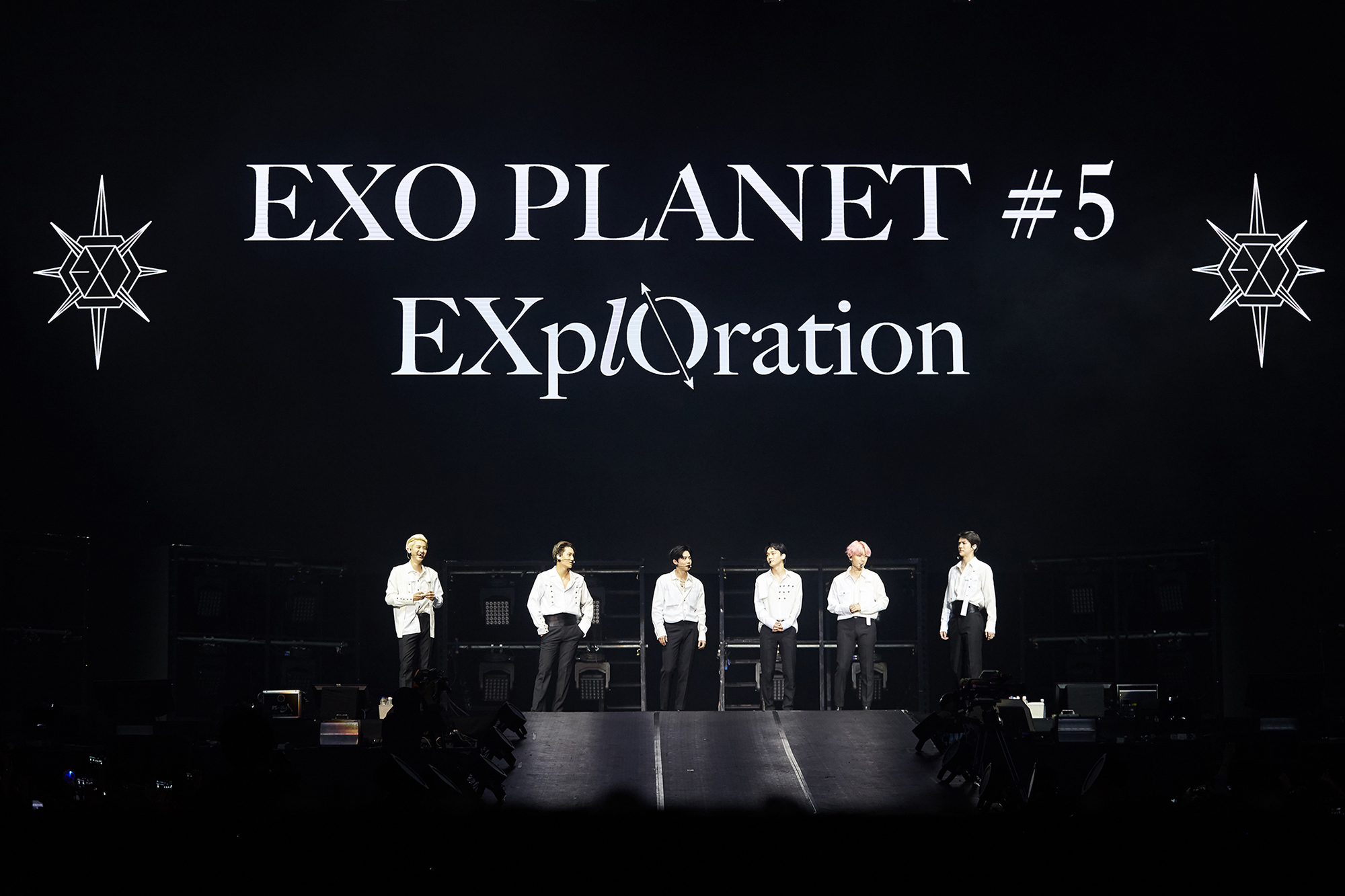 "<p>EXO(EXO, SM Entertainment and affiliation)in Manila Concert to help successfully finished.</p><p>EXO fifth solo Concert 'EXO PLANET #5 - EXplOration - in MANILA'(EXO Planet #5 - Explorer collection - Internet Manila)in the last 8 23~24, Philippines Manila Mall of Asia Arena in unfolded, and EXOs colorful music and performance, engaging with high-quality performances as the audience was enthusiastic. Especially, this Concert is approximately 1 year and 4 months in the open EXOs Manila solo Concert as much as it is, the first scheduled for 1 gig local fanss heated response with a ticket Open at the same time sold records, 1 times to add a total of 2 circuits spread EXOs high popularity once again confirmed the application had. 'Tempo'to this performance of because EXO is 'growl', 'addiction', 'CALL ME BABY', 'Monster', including the mega-hit song from 'Love Shot', 'touch the moment', 'Gravity', 'after the storm', 'Damage', such as the regular 5 home and repackage album tracklist stage, each with a different personality filled solo and unit stage up to a total of 23 songs to explosive Cheers was obtained. Also the seats filled with the audience is a Philippines national flag colors of yellow, red, blue, white 4 kinds of color dress code by wearing tailored LED cheer Bong-waving performances enthusiastically enjoyed, Of course, 'IN THE NAME OF Love, EXO'(in the name of love, EXO), 'EXO Mahal kita'(EXO love)the phrase contains the slogan, the event also featured the heart-warming, including more. Philippines Concert for the Holy One EXO on who they ""increased the best performances that EXO"", ""too much Language"", ""want to see EXO ㅠㅠㅠ"" such reactions are showing. Meanwhile, EXO 9 15 Singapore Indore Stadium in 'EXO PLANET #5 - EXplOration - in SINGAPORE'to hold.</p><p>iMBC Baek 