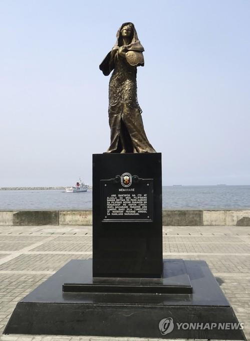 지난해 철거된 일본군 성노예 피해자 추모비와 동상 [교도=연합뉴스]