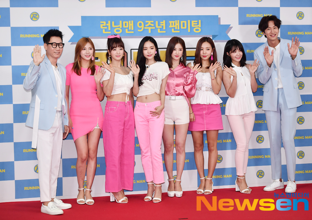 <p>SBS Running Man 9 year anniversary fan meeting running friends Photo Month events 8 26, the afternoon of Ewha Womans University auditorium was opened in</p><p>This day Suk Jin,Apink,Lee Kwang-Soo attended.</p>