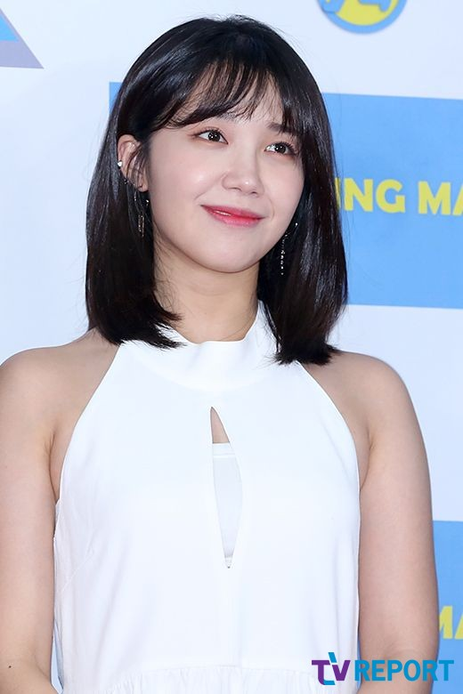 <p> By IS NOT 26, afternoon Seoul Seodaemun-GU Daehyun Dong Ewha Womans University Auditorium opened in the Running Man 9 anniversary fan meeting running friends photo month to attend a posing are.</p>