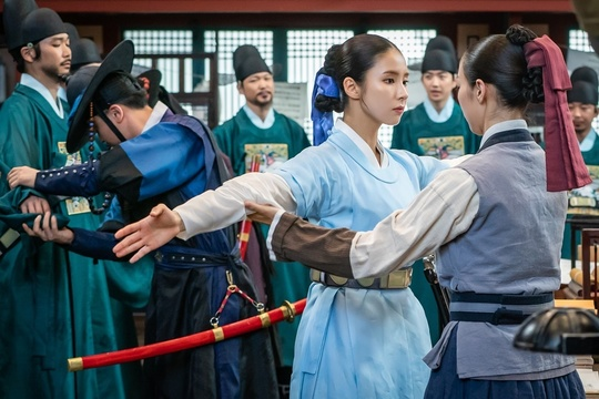 <p>New building Na Hae-ryung Shin Se-kyung, this nowhere is Foreign, such as in a curiosity exposed.</p><p>MBC every new building Na Hae-ryung(extreme Japanese Kim Lake / rendering the river water, Han Hyun-Hee / fabrication green snake media) side 8 28 Foreign of appeared in a main palaces alone in the full of curiosity for Na Hae-ryung(Shin Se-kyung Min)look of public.</p><p>Shin Se-kyung, the car is, the night before the Hero starring the new building Na Hae-ryungis a combination of the first issues as female(女史) and Na Hae-ryung and reverse the console as Prince in this picture(the car is)and a need fullness romance annals. Lee JI Hoon, Park Hyun, such as youth actors and Kim by, Kim Min-normal, up the hill, a Holy day, such as smoke actor, who shot it.</p><p>First public photo belongs to Na Hae-ryung this curious as the seconds eyes light up, to light can. While around her the Palace, they are both well forward or not, and headaches, The Crown Prince binary(Park kiwoong minutes) or heart expression of and attention to form.</p><p>And this time at the end of which the Foreign this the same Palace Yard in the middle of the body is chained to kneel down I have watched it. Remember that first Foreign strangers is a look at the Palace they gossiping with Na Hae-ryung is the Qing Yu School of origin the answer to that is what Joseon palaces in the Enter would be interesting to look at and laugh to his own.</p><p>The Na Hae-ryung this is the time(this picture), and allow you(Jean Yu-Bin minutes), the senior officers along with example sentences back to her, startled, and around the perimeter and gaze out. Especially flat on the ground afraid of the senior officers over the look of the Palace to shake the incident occurred guessed that curiosity stimulates.</p><p>As well as officers for professional library and suddenly they encountered them frisk you and the scene until the public no tension to it. Prefers to arms and Na Hae-ryung, resignedly sigh, rested, and search 