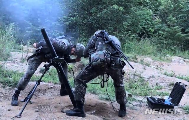 【서울=뉴시스】 신형 81㎜ 박격포 사격 장면. (방사청 제공)