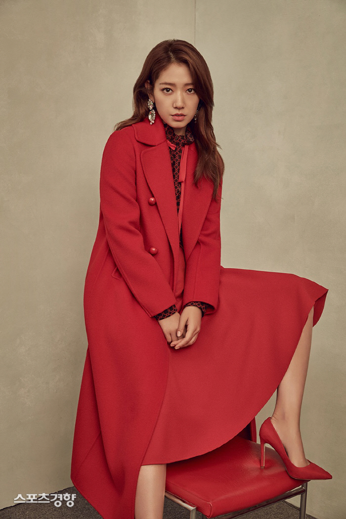 <p>Actor Park Shin Hye is 'winter lady'as season back went.</p><p>3-day Park Shin Hyes Agency Salt Entertainment, where he is the full speed model of the clothing brand of the 2019 winter season pictorial to the public.</p><p>Last Spring and Summer season from this brand the one with Park Shin Hye this winter walk through the colorful charm more than anything. Black and white mix dress wearing eye-catching next to the status line, while the intense red light wearing a coat of Dodo and luxurious look to the place. As well as Park Shin Hye in a variety of styles and with a deep sense of eyes and a restrained pose of completeness was.</p><p>Pictorial artistic sense of the women-led 'better Salon(The Salon)' the concept of progress was. Park Shin Hye is the brand, the pursuit of the concept of an elegant and sensuous look for the field staff of I found myself admiring it.</p><p>Park Shin Hye movie 'the call' finished shooting, and the recent movie '#ALONE'of appearances and shooting ahead.</p>