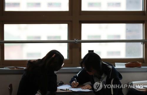 공부하는 학생들 [연합뉴스 자료사진]
