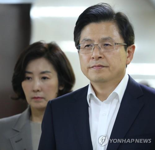 한국당, 추석까지 '조국 이슈' 여론전..대규모 장외집회도 계획
