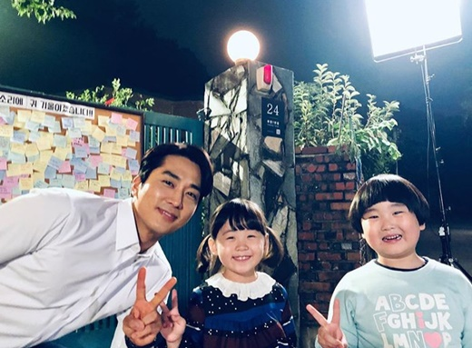 <p>Song Seung-heon is 9, his Instagram on loving our Twins~Typhoon,the song is^^#Great show #tvn #Song Seung-heon #great #night chosen onethat the US had.</p><p>Public photo belongs on cable channel tvN on the theme the great show(pole description standard seat directing credit translation)starred actor Song Seung-heon and Kim Joon, box art or of the captures there. Song Seung-heon is a pole of the members of Parliament for the role and his home to live with the Nam sales middle Twins the Typhoon, the cluster role Actor Kim Joon and crafts or performances in a cute charm and you are.</p><p>Meanwhile the great showevery Monday, Tuesday night at 9: 30 broadcast.</p>
