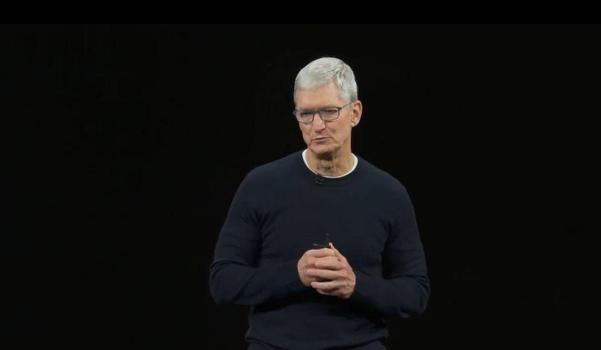 팀쿡 애플 최고경영자(CEO)가 10일(현지시각) 쿠퍼티노 본사 본사 스티브잡스 극장에서 아이폰11을 발표하고 있다. /유튜브 캡쳐