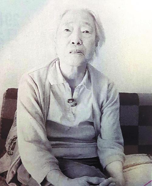 """1944년 일본 여자근로정신대에 동원돼 조선인 강제징용자들을 목격했던 경험을 말하고 있는 다카나베 아이씨. 그는 조선인들이 """"일상적으로 구타를 당했다""""며 """"일본은 가해책임을 마주해야 한다""""고 말했다.  도쿄신문 캡처"""