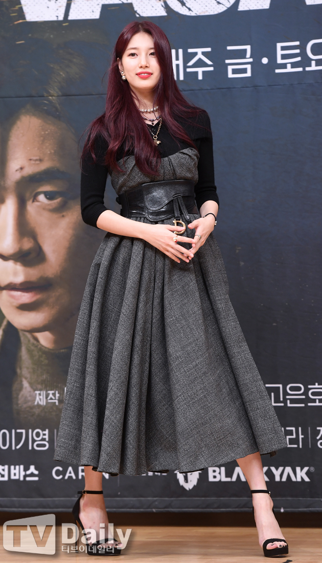 <p> SBSs new Morning drama, Vagabond(VAGABOND)(a Long swimming pool steel and rendering only recognition) making presentations is 16 PM Seoul, Yangcheon-GU, Mokdong SBS in the open.</p><p>This day, actor Lee Seung-gi, drainage, and Shin Sung-rok, Moon-Hee, Hwang Bora is The production presentation attended.</p><p>Vagabond(VAGABOND)s Minhang airliner crashed in the accident involved a man concealed the truth found in the enormous national rain to dig that drama is. Family, belonging, and even names lost wanderer(Vagabond)heard of the great naked adventure info action melody in.</p><p>Drainage, and Lee Seung-gi, Shin Sung-rok, Moon-Hee, Hwang Bora, Eun, this management, the approach is the nature of the Vagabondis a great work that every hit created a type of recognition the Director and the drama giant and salaryman chohanji money incarnationin recognition of the coach and breathing to fit modern Long swimming pool steel and Kyung Yi writer, here in the drama My Love from the star and romance doctors partthrough-out the video to boast that beat suit the DOP to go, the best scale and complete overflow work for and said. 20, the first broadcast.</p><p>SBSs new Morning drama, Vagabond(VAGABOND) production presentation</p>