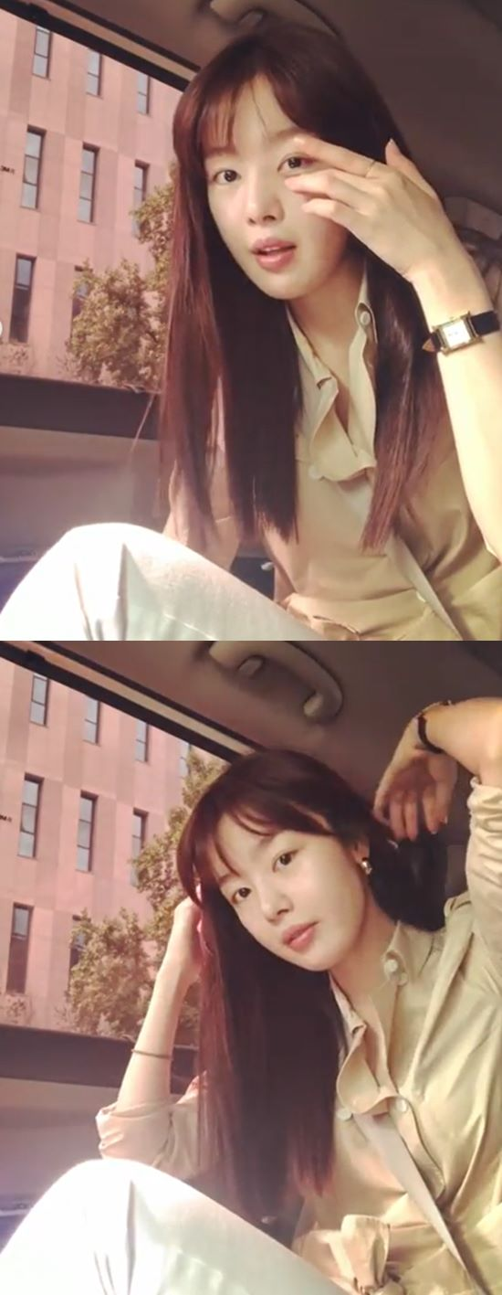 <p>Han Sunhwa is 18, his Instagram account on Title:bangs calledwriting with video showing.</p><p>Public video Han Sunhwa is riding a vehicle somewhere-go look. Han Sunhwa the head to a pure beauty and are eye-catching.</p><p>Meanwhile, Han Sunhwa in the past 6 November in the species pool for OCN drama Save Me 2appeared.</p>