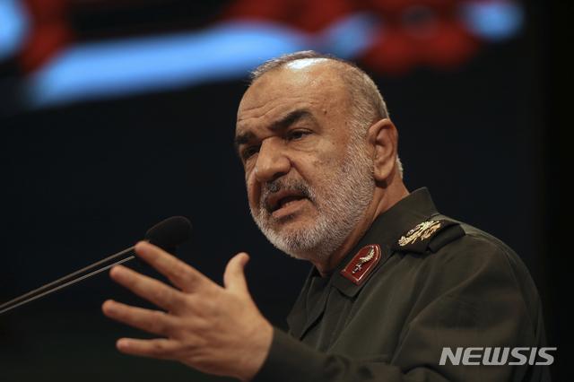 """【테헤란=AP/뉴시스】호세인 살라미 이란 혁명수비대 사령관이 20일(현지시간) 자국 군이 미국의 무인정찰기(드론) 1대를 격추시킨 것과 관련해 """"이란은 어떤 나라와도 전쟁을 할 의도는 없지만 전쟁을 할 준비는 돼 있다""""고 말했다. 사진은 지난 2018년 11월 2일 살라미 당시 부사령관이 테헤란에서 열린 회의에 참석했을 당시의 모습. 2019.06.20"""