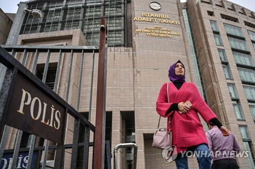 터키 리라화 폭락 사태 비판한 외신 기자 법정 출두[C.O.D해외에이젼시 토토|키 토토]
