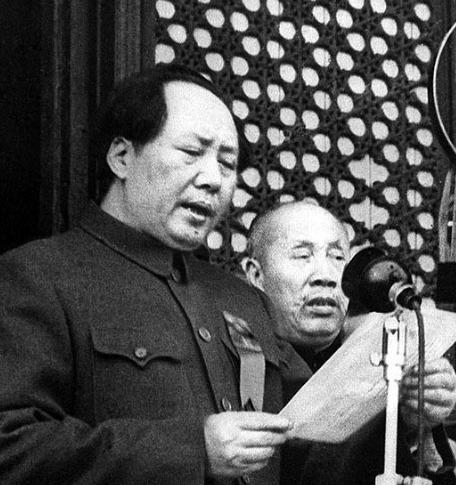 1949년 10월 1일 천안문 문루에 올라 중화인민공화국 성립을 발표하는 마오쩌둥 - 바이두 갈무리
