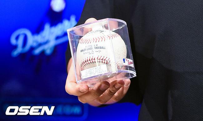 [OSEN=LA(미국 캘리포니아주),박준형 기자]류현진의 MLB 첫 홈런 기념구. / soul1014@osen.co.kr