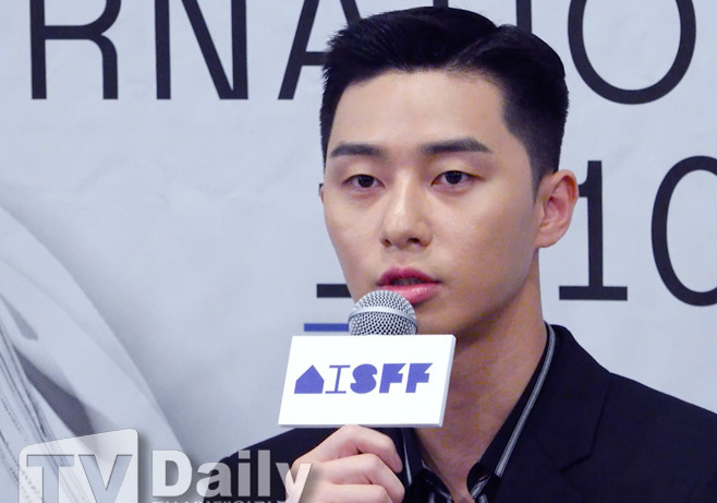 <p> The 17th annual Asiana International Short Film Festival official press conference 25 am Seoul Jung-One Caffè macchiato in the open.</p><p>The 17th annual Asiana International Short Film Festival is coming 10 31, from 11 November to 5 days until the cine Cube Gwanghwamun and complex cultural space in the office to be held in.</p><p>The 17th annual Asiana International Short Film Festival official press conference</p>