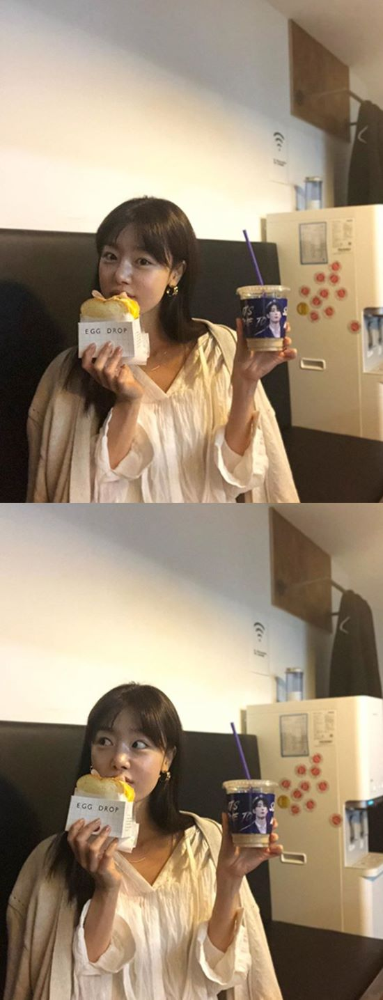 <p>Han Sunhwa is 27, own Instagram account on the shoot to come soon morning comments breeze from Brother this very morningthis along with pictures showing.</p><p>The revealed picture, Han Sunhwa is toast and coffee holding. Han Sunhwa to have a coffee holder in the same student group X1 reader For you of all it contains. Heartwarming sister Look eye-catching.</p><p>Meanwhile, Han Sunhwa in the past 6 November in the species pool for OCN drama Save Me 2appeared.</p>