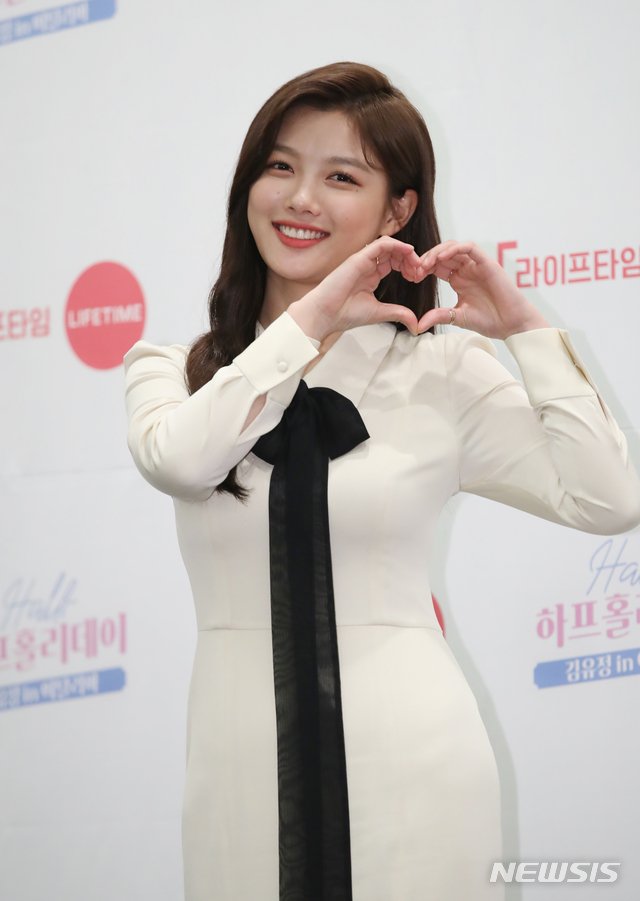 <p> Half-holidayis a 17-year Actor Popular 21-year-old Kim Yoo-jung this in Italy, work and Travel, and parallel to the new TV with a digital channel in 30, 5 p.m., Lifetime TV channel in 30 days 8: 30pm the first broadcast.</p>