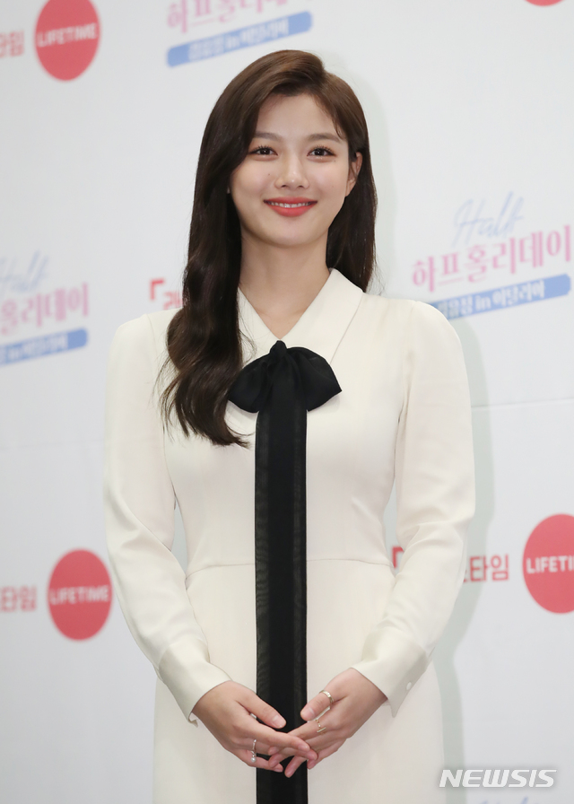 <p> Half-holidayis a 17 year actress 21-year-old Kim Yoo-jung this in Italy, work and Travel, and parallel to the new TV with a digital channel in 30, 5 p.m., Lifetime TV channel in 30 days 8: 30pm the first broadcast.</p>