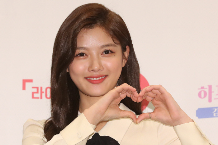 "<p>Actor Kim Yoo-jung this 30 days, Jongno-GU, Four Seasons Hotel opened in the 'Harp holiday' production presentation in Italy in the art program shooting for the ""Alba experience like a lot of them wanted to try""a few days ""smoke is other peoples personal lives for the job in many things to experience and I really wanted this opportunity to have good,""he said.</p><p>Lifetime channel new program 'Harp holiday'is Kim Yoo-jung this Italy to leave Alba, and to travel parallel to our program.</p><p>This day 8: 30pm life in the TV version of the first broadcast, and 5 p.m. to a digital channel in about 10 minutes as the first disclosure was.</p><p>Italy Tuscany region small city of San Gimignano am Kim Yoo-jung is at the Alba life with worked. Or after work to relax and enjoy the traveler had morphed into.</p><p>Kim Yoo-jung is the 'Harp holiday'in Actor life to lock down and focus on driving and drawing, cooking, etc all of them will release.</p><p>The child, starting with Actor in addition to other professional experience never, the art program also frequently appeared was not Kim Yoo-jung is starring gauge ""for Italy in the travel and Id like to do, I did experience the wanted to other things, Alba, and trying to play any because the interest is largely gone,""he said.</p><p>Kim Yoo-jung this work is at the famous Gelato shop in. Gelato kind, but with over 50 global tourists flock was busy with Kim Yoo-jung is ""if you work in a very different experience this was and many thought it was""a few days ""the boss is a rare chance you would do not harm to a lot of effort,""he said.</p><p>'Harp holiday'in Directing for analysis, PD is Kim Yoo-jung for ""anything hard and 20 for representing the image of a young woman in work and spare time on vacation to enjoy the content you create to think about what was""said ""the most useful hand of God constantly, this is work but there is not to suffer a lot in,""he said.</p>"
