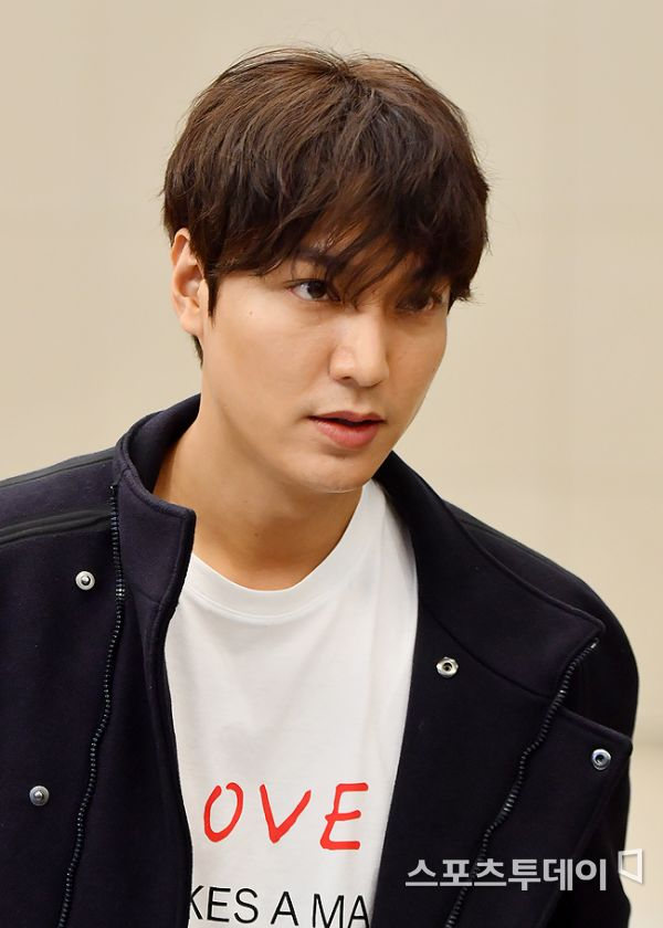 <p> Actor Lee Min-ho overseas schedule, and 7 days old Incheon International Airport through the Return of God. 2019. 10. 07.</p>