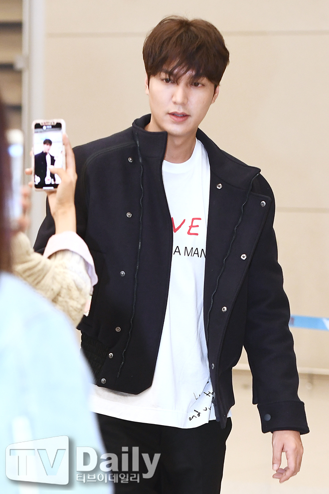 <p> Actor Lee Min-ho overseas schedule after 7 days Dawn Incheon International Airport through the Return of God.</p><p>Lee Min-ho Return</p>
