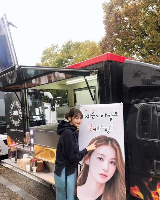 <p>Manned the pool in the Jung Yu-mi snacks car The Gift, and was certified.</p><p>The Actor is 10 on May 7, his Instagram in the with chain with chain cold and rainy London today. Jung Yu-mi and send with a surprise snack car thanks to everyone is any shooting done. Thank your friends to be blackand a photo showing.</p><p>The property is Jung Yu-mi send a snack car in front of the smile and pose are. Yes this should be really good cast this cheer phrase is eye-catching.</p><p>Meanwhile is SBS new drama Good casting shoot on in full swing. Good castingis one time or the state of the black crew, but it was now near near the Desk to keep the aunt who for business of technology leakage to the cache for the scene disguised as a spy and spy operations action-Comedy-drama is</p>