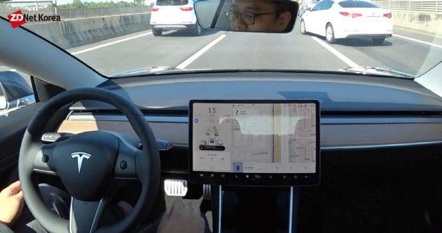 오토파일럿 실행중인 테슬라 모델 3가 K5 차량의 차선변경 시도를 감지해 속도를 줄이는 모습(사진=지디넷코리아)
