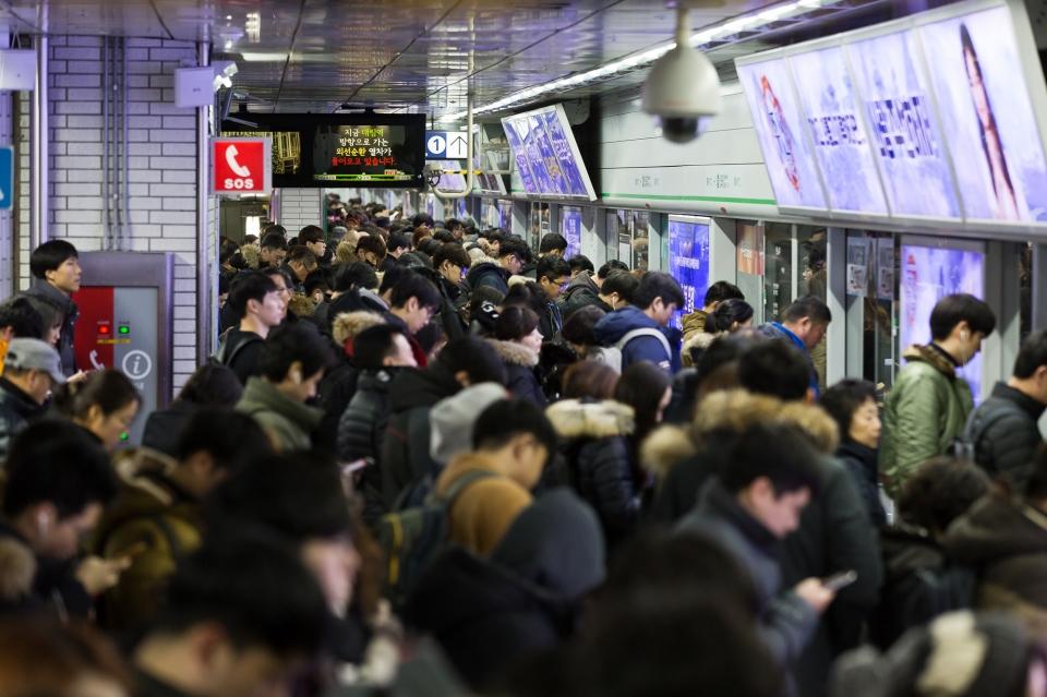 철도 이어 서울 지하철 파업 예고..출퇴근길 '비상'