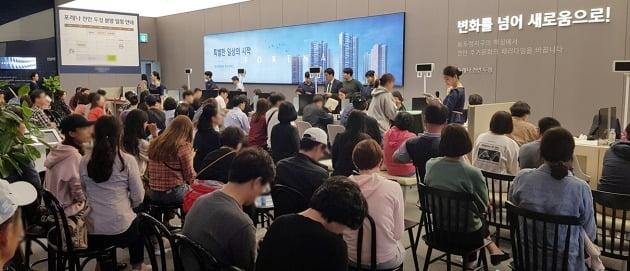 이달 초 미계약분 청약을 받은 충남 천안 '포레나천안두정'의 모델하우스. 한경DB