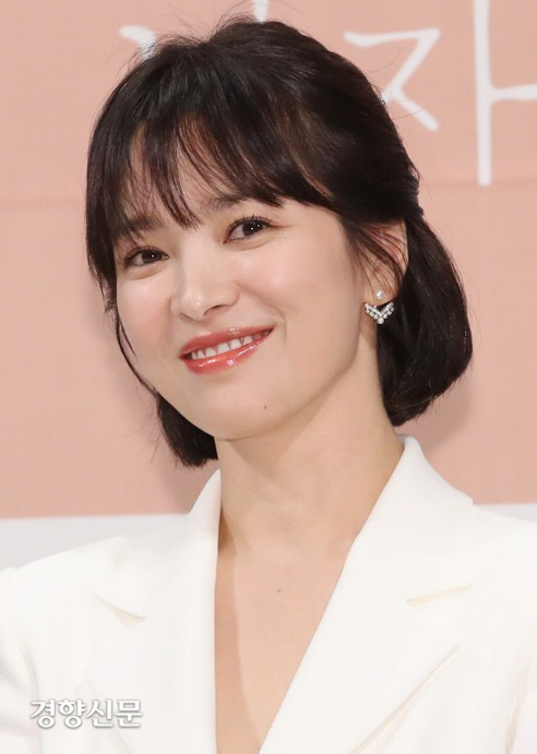 """<p>Actress Song Hye-kyo seeds towards the malicious comments and rumors spreading for netizens to 2 people this Prosecution in the was handed over.</p><p>15, match to my Korean National Police University services according to the netizens B seed and B seed to each of the information and Communication Network law defamation and insult charges in the indictment against comments by Prosecution on the Song site was.</p><p>Unto Mr. Ms. Song is actor Song Joong-Ki and divorce procedures is the fact that known for the past 6 November in his blog on 'Chinas tycoons sponsor a decisive reason for divorce'is the content of the post false publicity, as the song of the defamatory charges of the you are receiving.</p><p>Unto Mr. at the same time, Ms. Song a couple of files to look for Internet articles on 'the man eat the ghosts' as the comment Ms. Song to insult accused of that.</p><p>Earlier, Ms. Song side this yourself like towards the malicious comments and rumors and raise Internet ideas 15 specific past 7 November in Korean National Police University, Sue said.</p><p>Korean National Police University officials """"15 the idea of 13 variants of the ideas already on the site leave a trace not confirmed the identity B Mr. 2, only the Prosecution in flips,""""he said.</p>"""